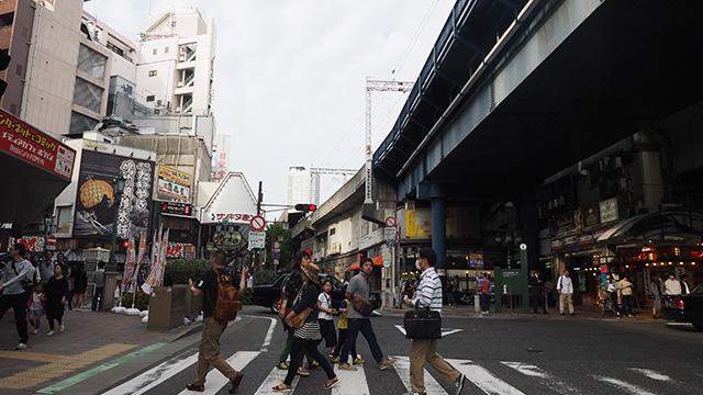 次の目的地はトアロードからすぐ近く、一層賑やかな阪急三宮駅。
