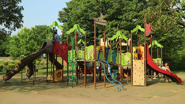さいたま市の大崎公園。遊具の説明看板はありましたが、使い方はありませんでした。