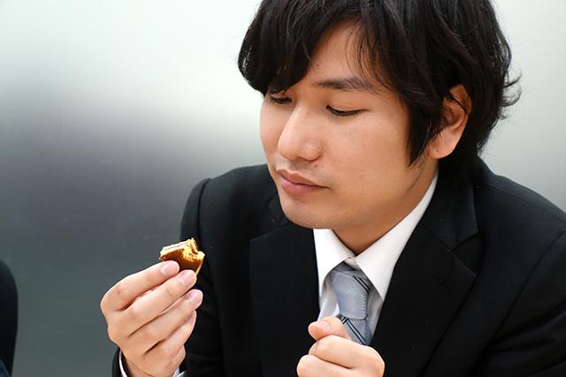 ライター榎並さんの事務所やじろべえ所属のライター小野洋平さん。これなら部下のモチベーションもあがる