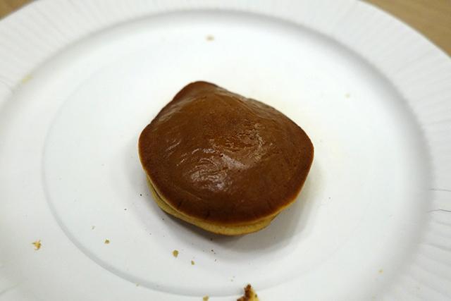 直径5センチぐらいのこぶりなお菓子。写真はあれだけどうまいです。