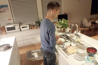 片付けまでが料理です。料理はしたことはないけれども、片付けはいつもやっていて得意だそうです。分業大事。