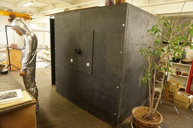 コンテナ型の暗室。アメリカ旅行前は、これをバラして現地で組み立て、青空写真館を行っていたとのこと。