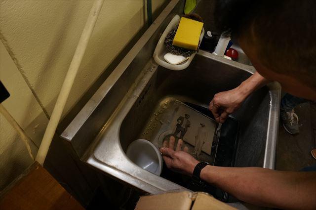 そのあとの水洗はさながら産湯で赤ん坊を洗うよう。