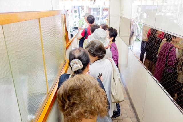 行ったのは平日でしたが、ずっと行列が途切れることはありませんでした。すごい人気。