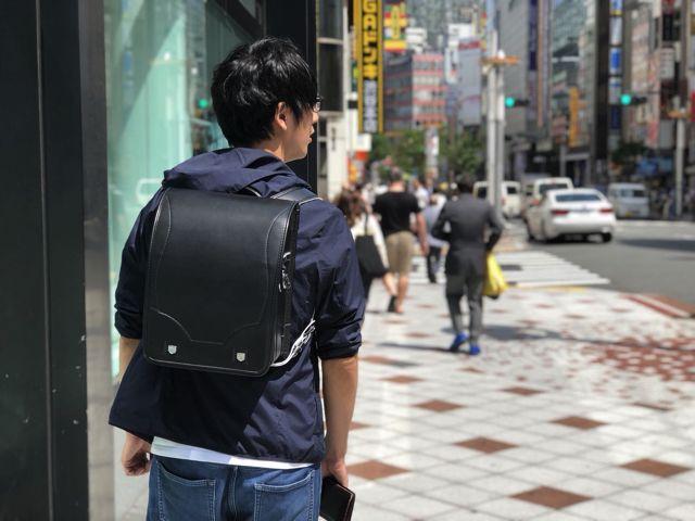 これで一週間生活する。僕は会社員なので電車に乗って渋谷に出勤する。