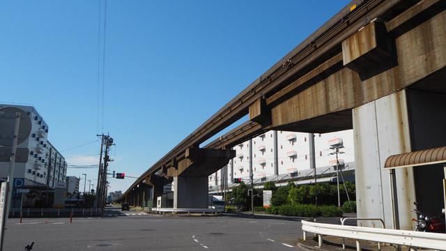年を重ねた焦げ茶色に胸がぎゅっとなる、東京モノレールのレール