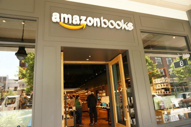 隣にはAmazonのリアル書店もあった