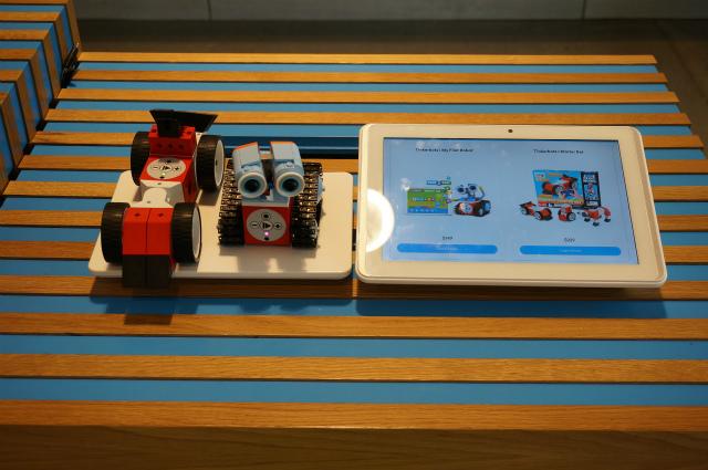 TinkerBots。最近はやりの教育用ロボットのひとつ。プログラミングが学べる