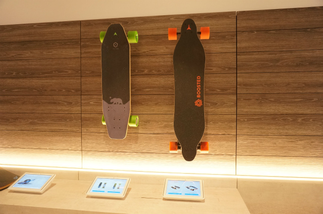 Boosted。電動スケボーだ