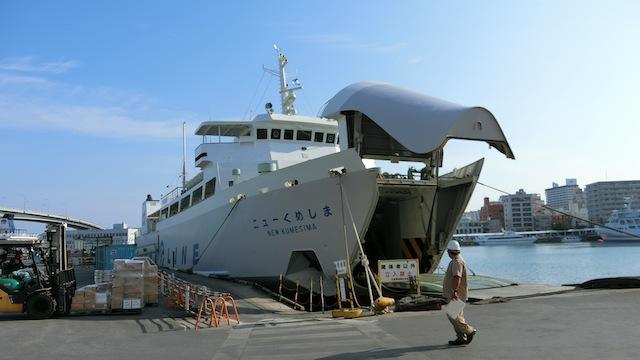 「ニューくめしま」その名のとおり那覇~渡名喜~久米島を結ぶ船。