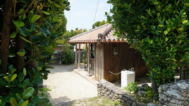 「赤瓦の宿 ふくぎ屋」に宿泊。なんと赤瓦の古民家まるごと貸切り。