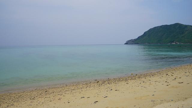 とんでもない透明度の海、満潮時にはウミガメが見られる。