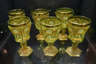 ロシア皇帝のガラス工房で作られたゴブレット(酒盃)。さすがに装飾も凝っている
