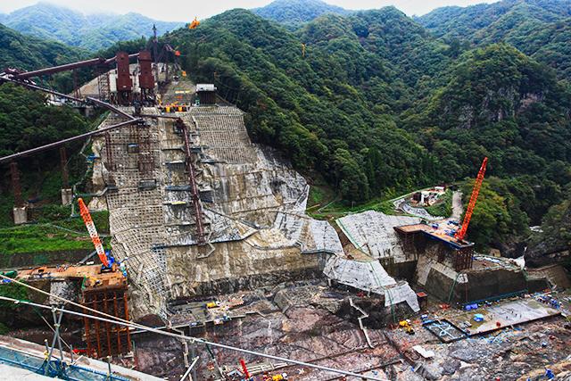 基礎掘削が終わりコンクリート打ち始めだった八ッ場ダム