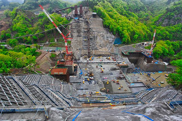 半年後にはおよそ30mほど立ち上がり、すでに河川法上のダム要件(15m以上)をクリア!