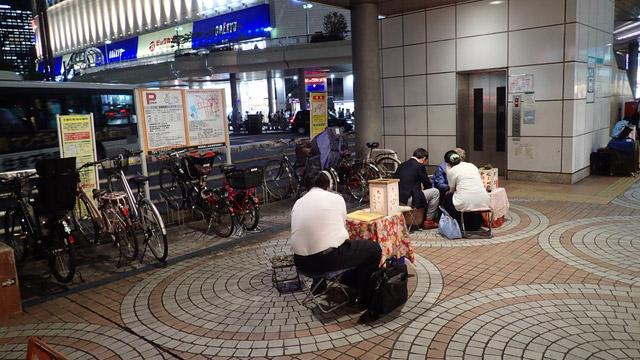 新宿は人々の優しさと厳しさで作られた街だと知りました。