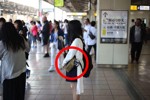 正解は「銃」を持っているということだ。日本ではありえない光景なのだ。