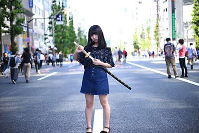 なんだかんだといろいろと言ってきたがとにかく「武器を持っている女の子」というのは最高にカッコいい。構えるだけで絵になるのだ。