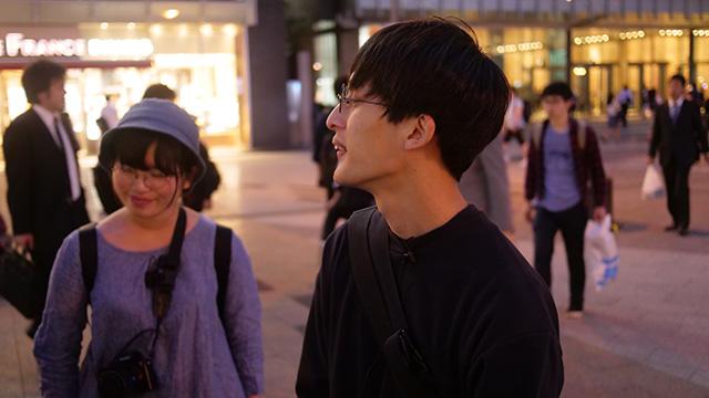 「冷凍都市でも死なない」というサイトの野口さん(右)と郷田いろはさん(左)