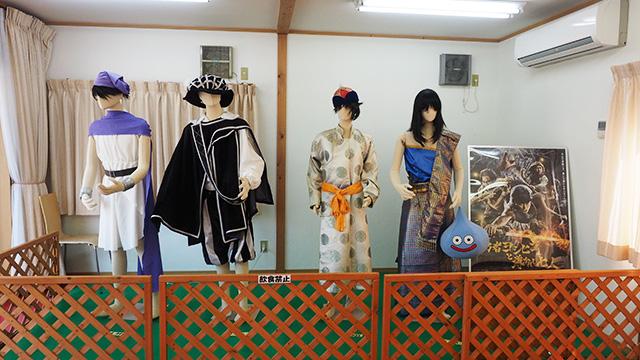 ログハウスの中をのぞいたら、「勇者ヨシヒコと導かれし七人」の衣装が。ロケ地に使われたようだ。