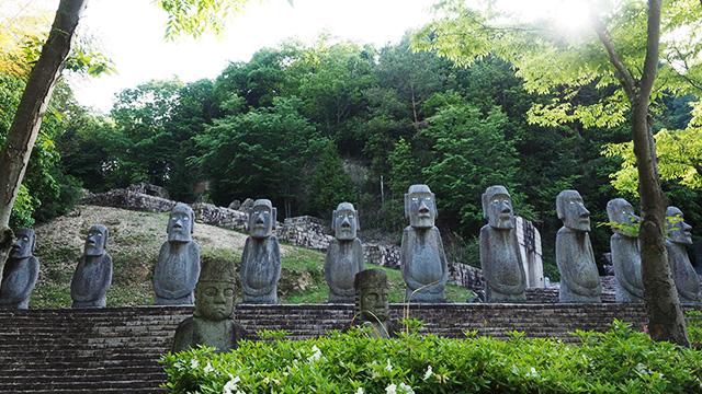 世界の石像彫刻が並ぶエリア。