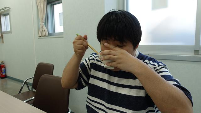 食べてみる。