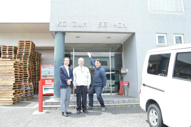 製本所です! 右から西村、社長の小泉さん、顧問の山本さん