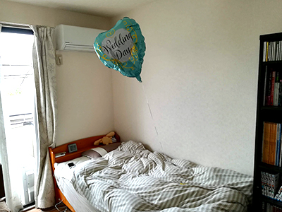 朝日さんの風船はしばらく僕の部屋に浮いていた。