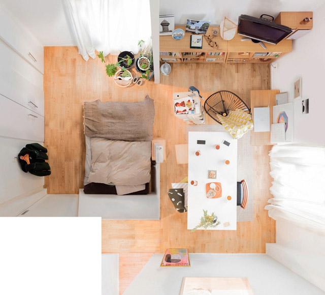 名作椅子が置かれたすてきな部屋。おふたり暮らし。寝室があけっぴろげですっきりしてるのがすごい。