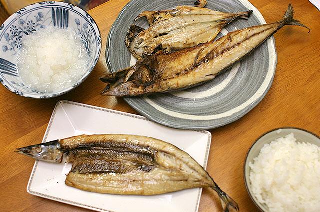 鯖の干物は半身分。アジの干物も焼いてみた。