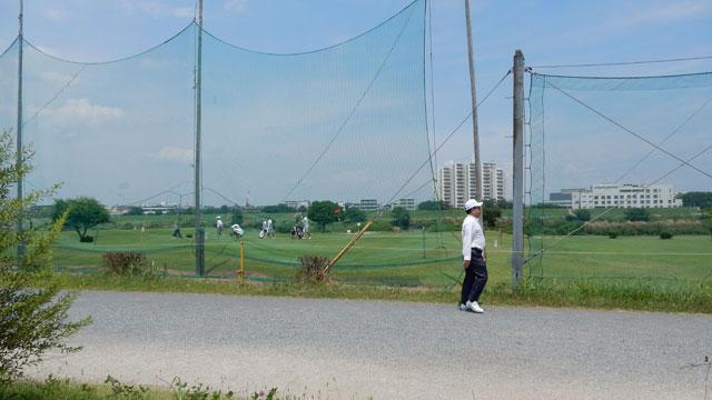 目の前ではゴルフをやっていた。