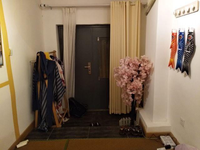 入ると日本人風にコスプレもできるようゆかたらしき服も用意されてた。
