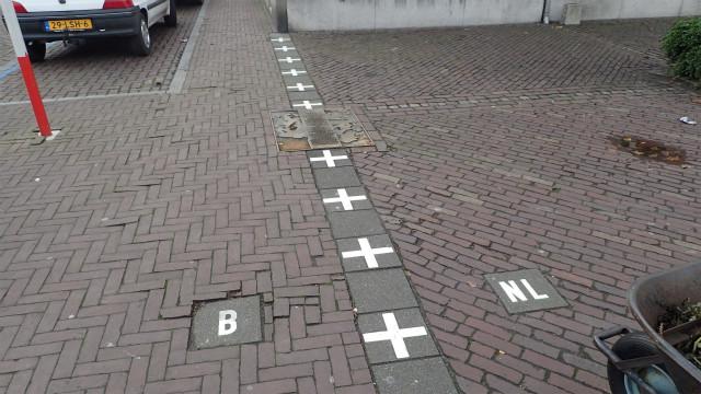 Bがベルギー、NLがオランダを表すタイル