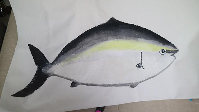 イエローゴールドラメの絵の具でテカリっぽいのをいれて色と色の境目をぼかして完成!ぼかせば絵はだいたい上手く見えます。