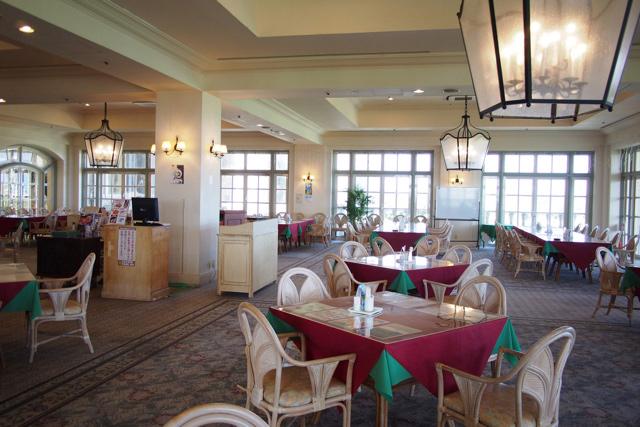 というかレストランも迎賓館のようで思わずのけぞる豪華さだ。迎賓館には行ったことないが。
