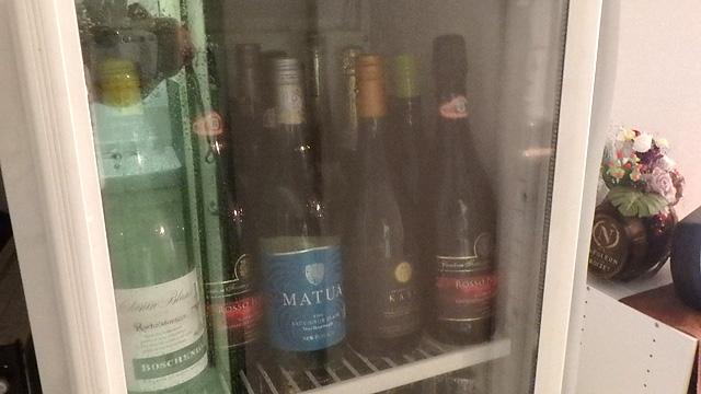 ワインも光を嫌うので冷暗所に保管します。