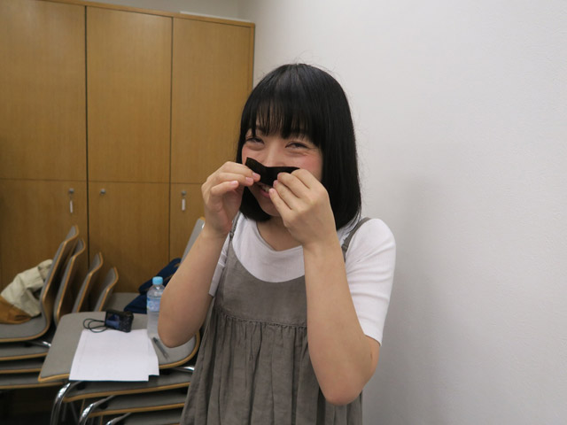 同行してくれた編集部の古賀さん。「匂いけっこう違いますね?」と興奮気味