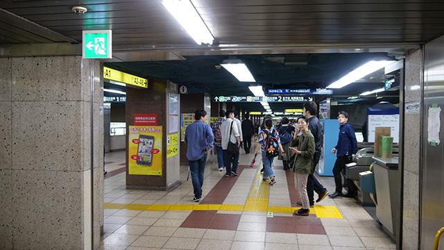 そして最後はライター西村さんの「ここに出るのか」道。日比谷駅改札出て左側、なんと地下道である
