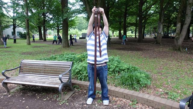 友人から借りた70cmのベルトと比べるとその長さがわかる。