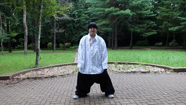 先ほどのウエスト170cmのズボンに合わせた。
