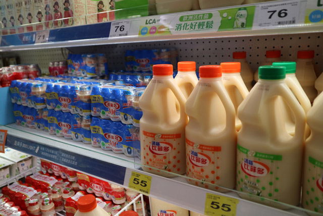 スーパーに行ったときのこと、台湾のヤクルトがおかしくなっていることに気づいた。
