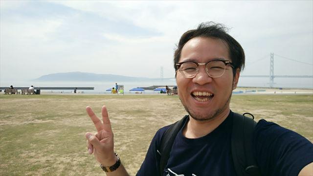 ちなみに淡路島を見るのは初、フツーに記念写真。