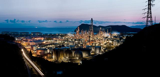手前は有田の製油所。これだけで十分夢のようではある。