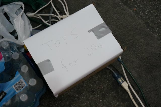 急遽、おもちゃを半分に分けて翌日分は確保