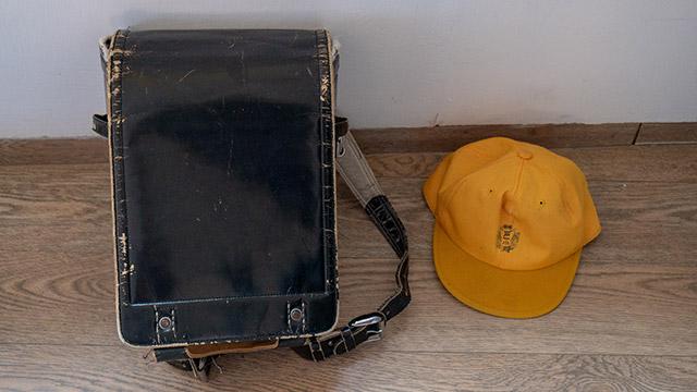 日本から持ち込んだランドセルと通学帽