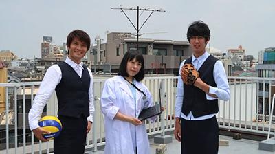 同じ日に古賀さんが「外科医のドラマごっこ」という記事の撮影をやっていた。最後に情報過多で胃もたれしそうな写真が撮れた。