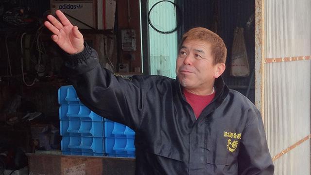 天保養魚場CEOの山下昌明さん。『CEO』は『ちょいエロおやじ』の略という鉄板ネタと共に自己紹介