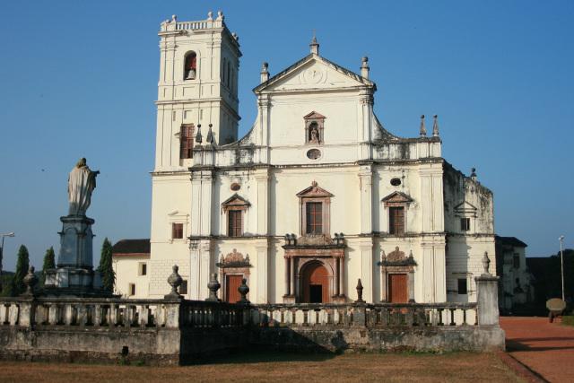 教会建築として世界遺産になるには、こういうのとか(インド「ゴアの教会群と修道院群」ス・カテドラル)