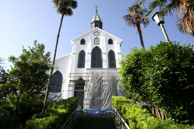 幕末の元治2年(1865年)、外国人居住者の為に築かれた大浦天主堂。日本に現存する最古の教会堂で、国宝に指定されている