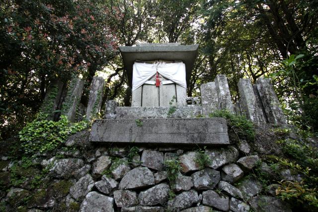 30分ほどで白山神社に到着。写真を撮り忘れてしまったが、この社殿の裏手にキリシタン祠が存在する(T・斎藤さんの記事には写真があるのでそちらをご覧ください)